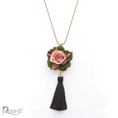گردنبند گل رز جاودان کلاس رویال با گل رز مینیاتوری صورتی و هورتانسیا سبز
