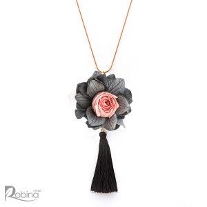 گردنبند گل رز جاودان مدل رویال تزئین شده با گل رز مینیاتوری صورتی و هورتانسیا طوسی