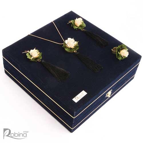 سرویس آرالیا رویال شامل گردنبند و گوشواره و انگشتر با گل کرم و هورتانسیا سبز