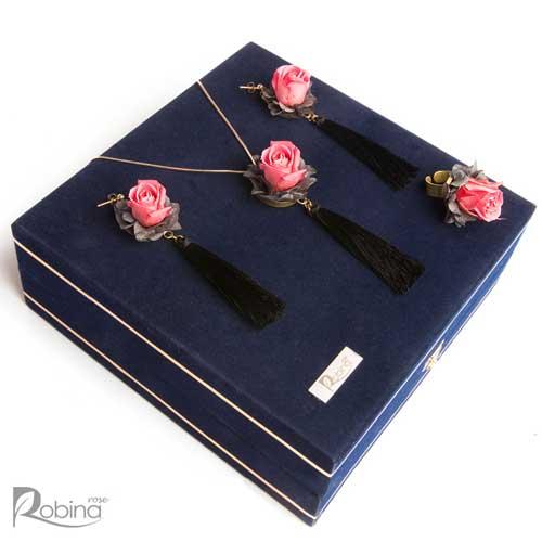 سرویس آرالیا کلاس رویال با گل های رز مینیاتوری صورتی و برگ طوسی